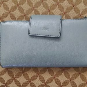 Fossil wallet/leather